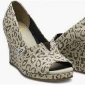 TOMS leopard wedges size 7.5
